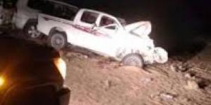 وفاة وإصابة تسعة يمنيين واحتراق سيارتين إثر حادث مروري مروع