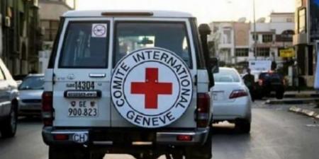 """بعد مقتل """"السنباني"""" ...مسلحون يقتادون سيارة للصليب الأحمر إلى جهة غير معلومة بطور الباحة لحج"""