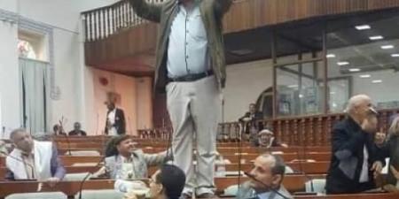 """بعد نشره وثيقة لـ """"الأمن والمخابرات"""" ... ميليشيا الحوثي تهدد برلماني يمني وأسرته بالقتل والأخير يتحدى """"كل الاحتمالات"""""""