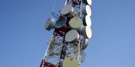 لليوم الثاني على التوالي.. انقطاع الاتصالات والإنترنت عن 3 محافظات .. تزامنًا مع معارك عنيفة في مارب!