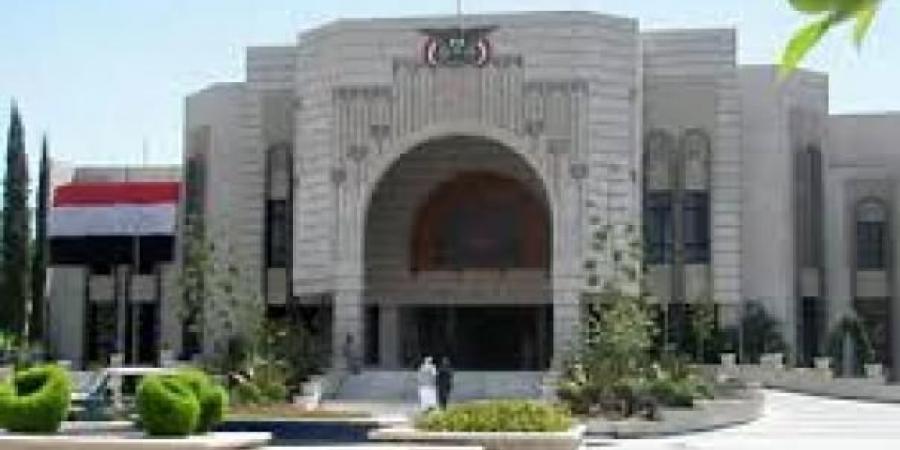 """بينهم """"بحاح"""" و""""الميسري"""" و""""الاكوع"""" و""""سميع"""".. حكومة الحوثيين تصدر قرار فصل بحق 35 موظف حكومي (الاسماء)"""