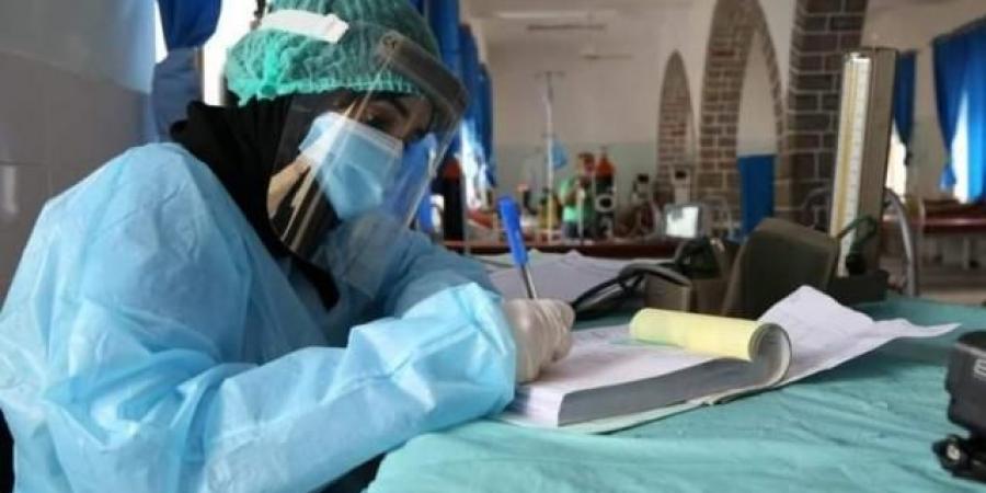 """بعد أكثر من عام على إعلانه اختراع أحدها.. وزير الصحة بحكومة الحوثيين يصف """"كورونا"""" بـ""""اللغز"""" ويقلل من فاعلية اللقاحات"""