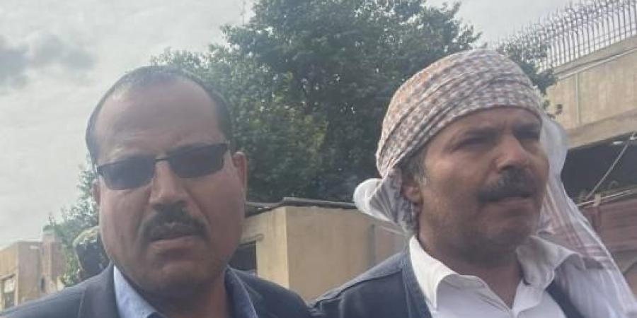 بالفيديو... أول تصريح لأخو الشهيد الأغبري بعد خروجه من مبنى السجن المركزي