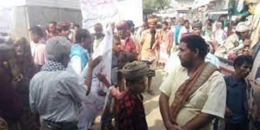 الكهرباء وتدهور الخدمات تتسبب باحتجاجات غاضبة في لحج