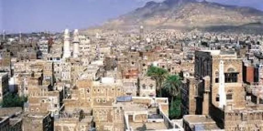 ميليشيا الحوثي توزع استمارات لجمع بيانات تفصيلية عن المواطنين لأهداف مشبوهه