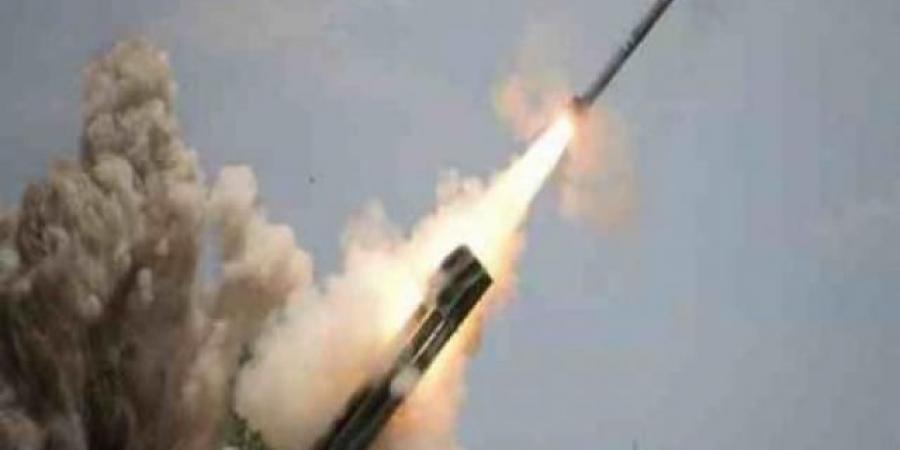 الكشف عن موقع إطلاق الصواريخ الحوثية قبل قليل .. تزامنًا مع قصف ميناء المخا