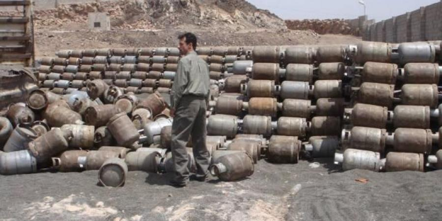 ميليشيا الحوثي تصادر كمية من الأسطوانات وعربات الشحن بعد انخفاض طفيف في أسعار الغاز