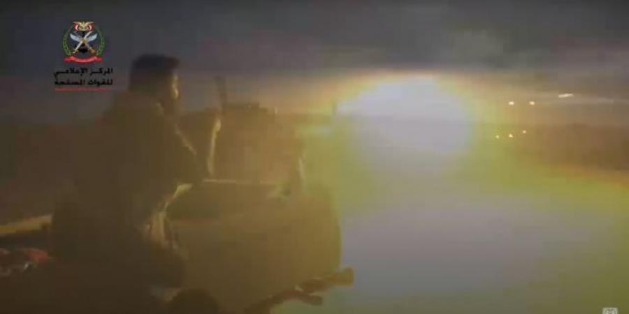 أعمدة الدخان تُغطي سماء جبهة الكسارة وتناثر الجثث في الصحراء .. ومصرع قيادي بارز