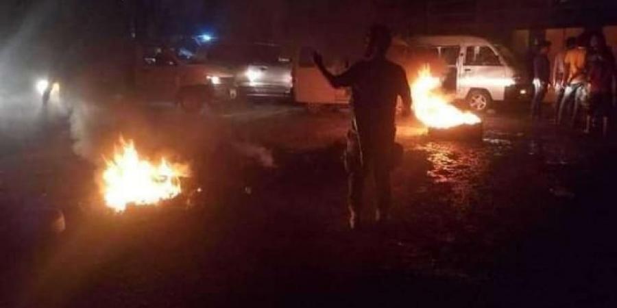 على غرار المكلا ...اندلاع احتجاجات عنيفة في عدن والامن يستخدم الرصاص الحي لتفريقها