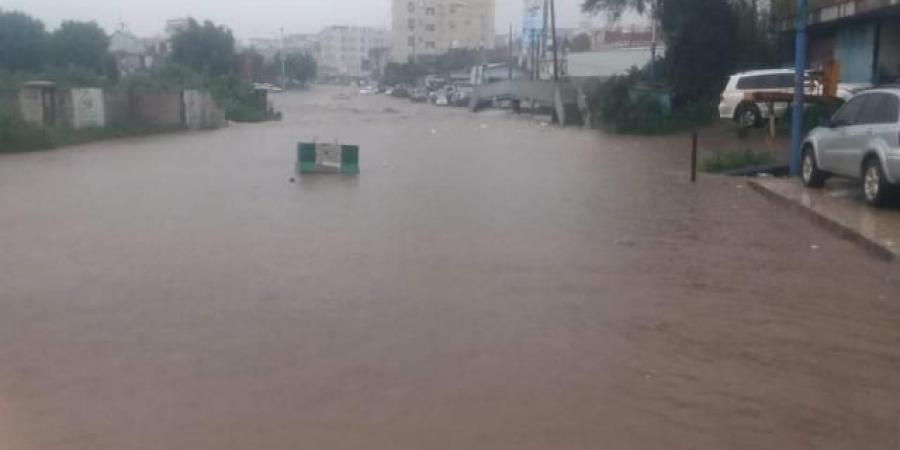 """""""الأرصاد"""" يتوقع هطول أمطار غزيرة في سبع محافظات يمنية"""