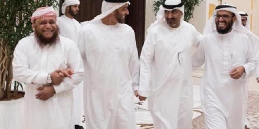 """""""سقوط بالضربة القاضية"""".. مليشيا الحوثي تعلق على هروب قيادة الانتقالي من عدن"""