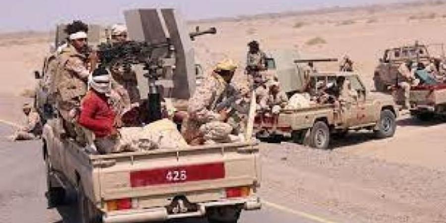 الجيش يدفع بتعزيزات عسكرية بجبهة ثره والحلحل ..ويشن قصفا عنيفا على الحوثيين
