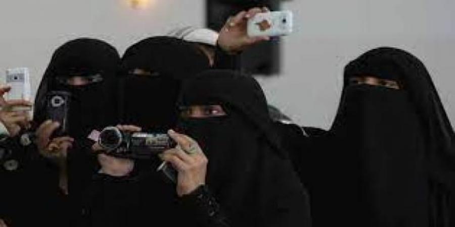 تحذير رسمي لنساء صنعاء من الاحتفاظ بصورهن الشخصية بعد ضبط متهما باختراق الهواتف وممارسة الابتزاز