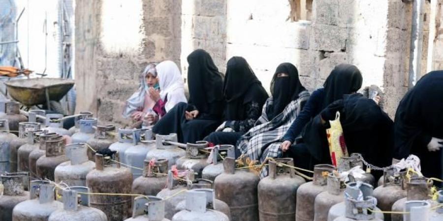 شاهد بالوثائق .. الحوثيون يفرضون شروطًا جديدة للحصول على اسطوانة الغاز المنزلي.. والمعاملة أكثر من شهر