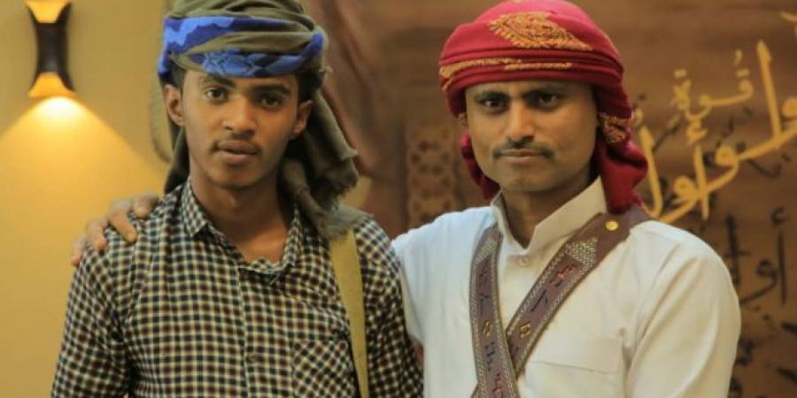 """صحفي يمني محرر من سجون الميليشيا يزف نبأ استشهاد نجله في جبهات القتال """"مقبلا غير مدبر"""""""