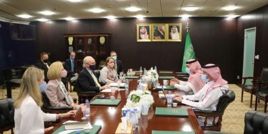 مصدر سعودي يكشف نقاط الخلاف بين واشنطن والسعودية حول اليمن
