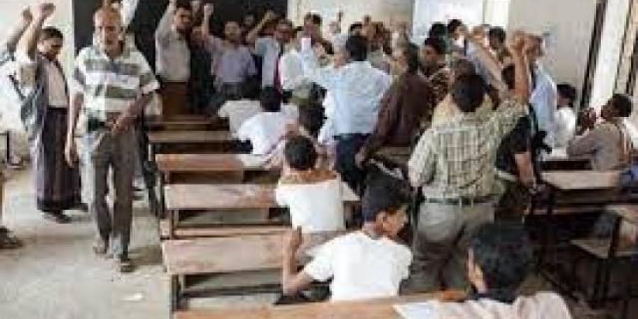 قيادي حوثي يقترح ارسال طلاب المدارس للجبهات