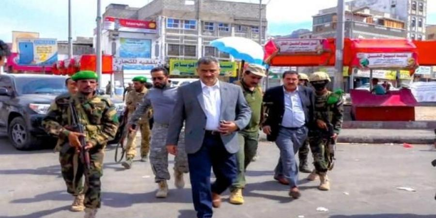 """بعد سيطرة الأمن على كريتر...محافظ عدن يتفقد المدينة ويؤكد : """"اصبحت آمنه وسيتم محاسبة المتسببين"""""""