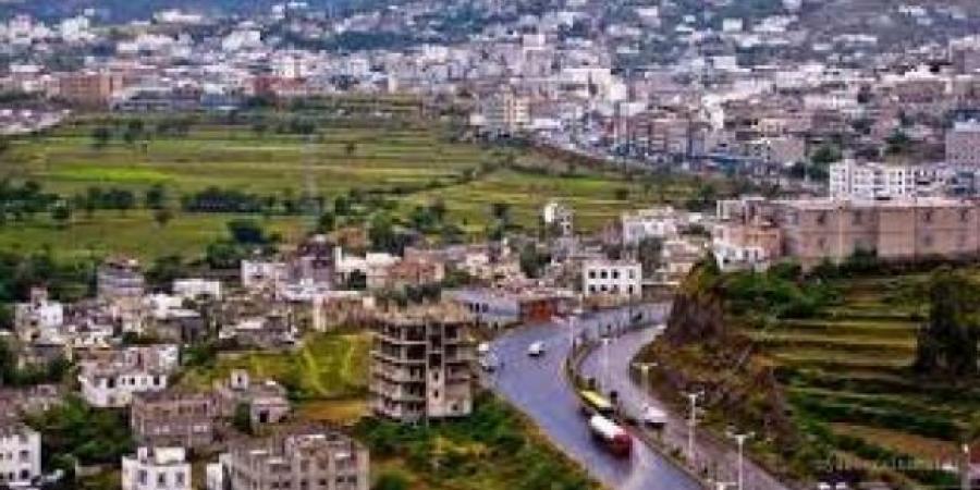 لإجبارهم على دفع جبايات الرسول .. الحوثيون يقتحموا عدد من الفنادق والمطاعم في محافظة إب