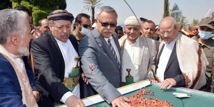 """بنسبة 75بالمائة.. حكومة الحوثيين تعتمد """"البن"""" و""""العسل"""" بدلاً عن """"النفط"""" و""""الغاز"""" وتثير سخرية واسعة"""