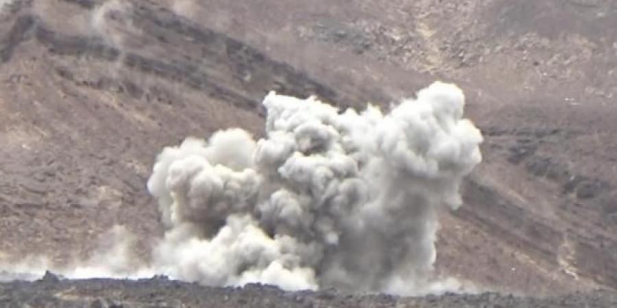مقاتلات التحالف تنسف مخازن الأسلحة الحوثية قبل قليل ودوي انفجارات عنيفة تهز المكان