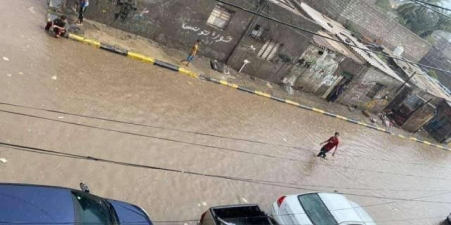 بالصور .. شاهد ما يحدث الآن في عدن تزامنًا مع إعصار ''شاهين''