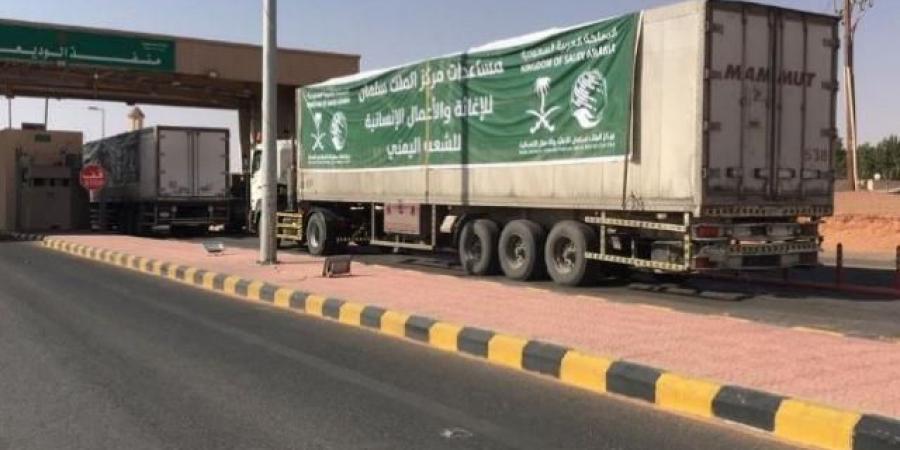 80 شاحنة سعودية مُحملة تدخل منفذ الوديعة .. والكشف عن حمولتها ووجهتها