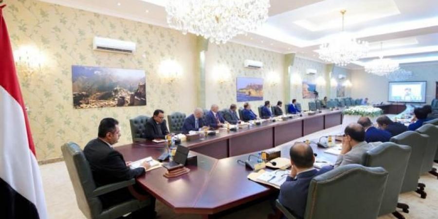 قرار صارم للحكومة اليمنية بشأن جميع التعاملات الداخلية بالعملات الأجنبية