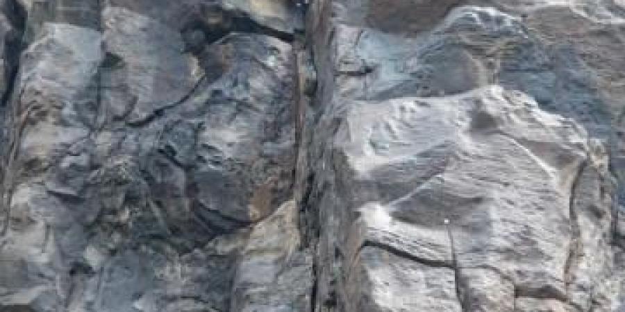 جريمة بشعة تهز صنعاء.. مواطن ينحر زوجته ويرميها من أعلى الجبل وهكذا برر جريمته أمام الجميع (صور)