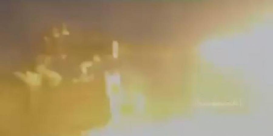 قطعة من الجحيم ... شاهد جانب من المعارك الليلية الأعنف في مديرية الجوبة بمأرب