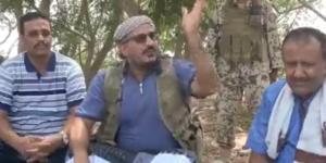 شاهد بالفيديو ... كلمة وطنية مؤثرة للعميد طارق أمام وجهاء الوازعية بتعز