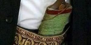 """شاهد بالصور .. عصابة تعتدي على مواطن بمدينة إب وتنهب خنجره الثمين """" الجنبية"""""""