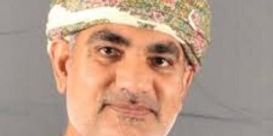 """أكاديمي عماني يدعو الحوثيين """"ضمنيا"""" لـ""""استهداف"""" السعودية والحوثي """"فليتة"""" يستحسن ذلك"""