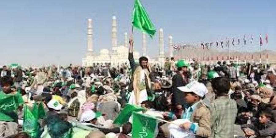 """بلا رواتب ولا حياة.. """"الحوثيون"""" ينتزعون """"راتب يوم"""" من الموظفين و""""ضرائب جديدة"""" لـ""""رسول الله""""!"""