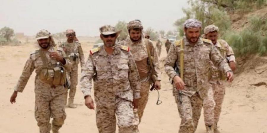 """مليشيا الحوثي تستهدف الفريق """"بن عزيز"""" بصاروخ بالستي.. ومصادر تكشف عن مصيره"""
