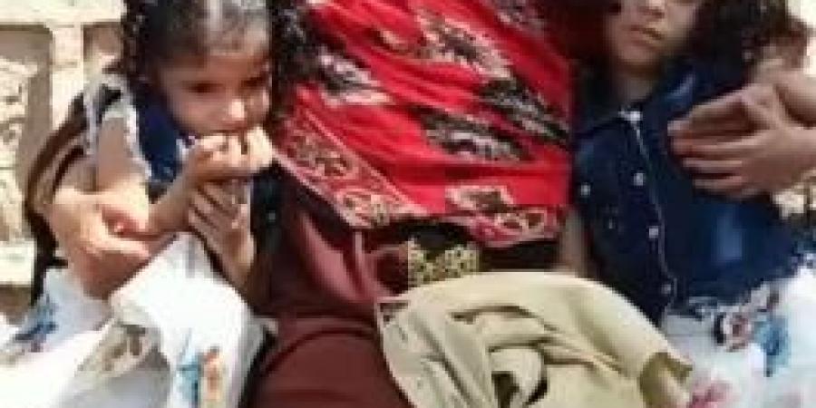 فيديو يقطع القلوب.. شاهد والدة الشاب ''عاطف الحرازي'' وهي تنادي ابنها الذي قُتل على أيدي عناصر الانتقالي في محافظة لحج