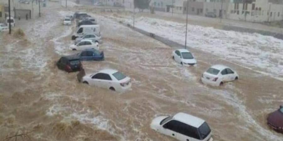 """إعصار """"شاهين"""" يمتد إلى ست محافظات يمنية وفلكي يتوقع هطول أمطار على كافة المحافظات"""