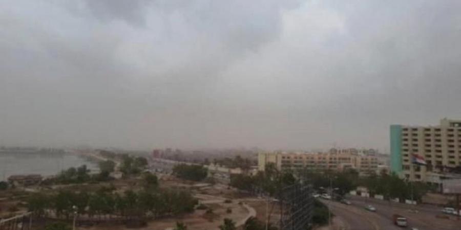 """تأثيرات الإعصار """"شاهين"""" تضرب العاصمة المؤقته عدن"""