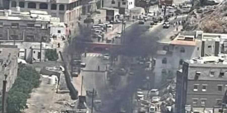 حصيلة أولية بأعداد ضحايا انفجار سيارة مفخخة في عدن ومحاولة اغتيال المحافظ لملس