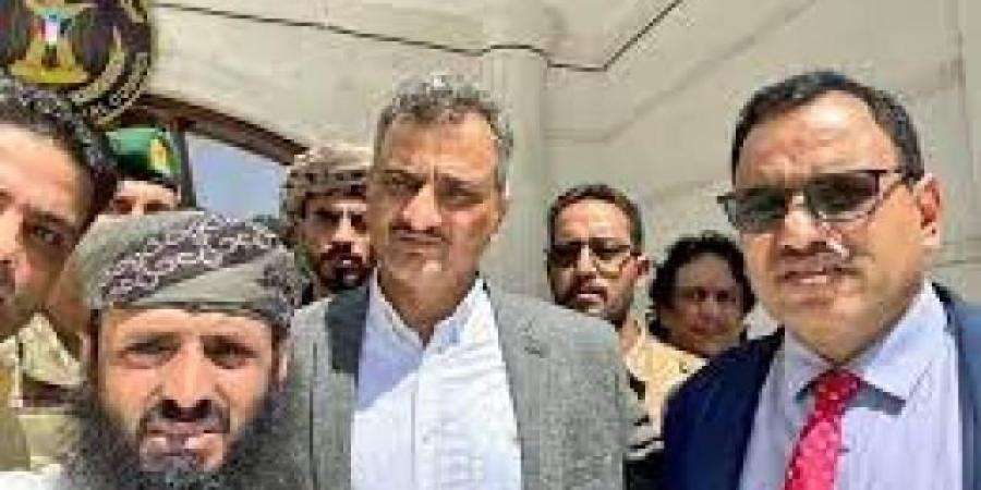 بعد نجاته مع محافظ عدن من التفجير الارهابي ...اول تصريح للوزير السقطري