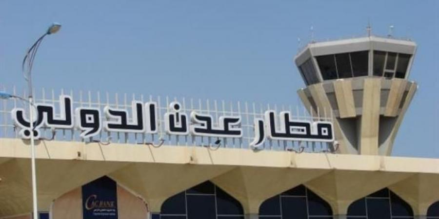 رئيس الحكومة اليمنية يصل العاصمة المؤقتة عدن