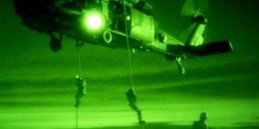 """التحالف ينجح في تنفيذ أول عملية عسكرية لفك حصار العبدية بمأرب بـ""""الانزال المظلي"""""""