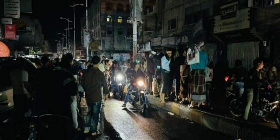 مقتل وإصابة ثلاثة يمنيين برصاص مجهولين في تعز