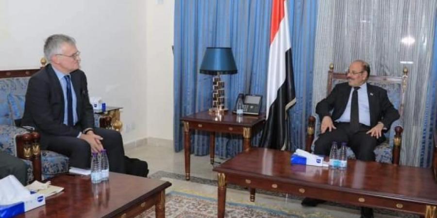 """""""الاحمر"""" يعترف بمنح الحوثيين فرصة للتصعيد غداة دعوات برلمانية بتحريك كافة الجبهات"""