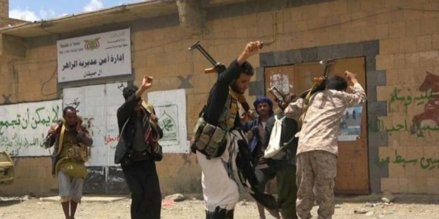 دبلوماسي يمني يفجرها في وجه الشرعية: كل يوم نفقد جزء من الارض