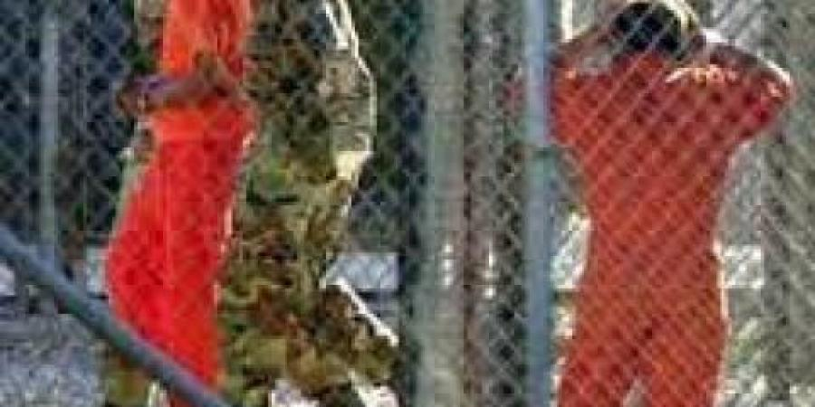 """احدهما يمني الجنسية...امريكا توافق على نقل سجينين من""""غوانتانامو"""" احدهما كان حارسا شخصيا لـ""""بن لادن"""""""